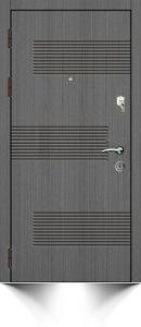 Бронированная дверь серого цвета с декоративной отделкой