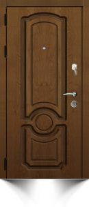 Дверь коричневого цвета с декоративной резьбой