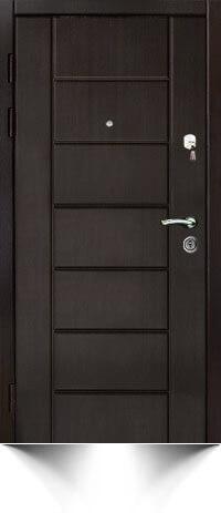 Бронедверь темно-коричневого цвета с декоративной отделкой